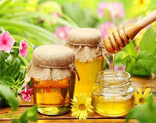 Mật ong: Mật ong sẽ làm dịu nhịp tim và giúp bình tĩnh hơn khi bạn đang lo lắng. Trộn một thìa cà phê mật ong vào một ly nước chanh và uống hàng ngày.