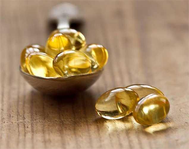 Dầu cá: Nó tốt cho sức khỏe tổng thể của bạn đặc biệt là đối với tim. Dầu cá giúp kiểm soát nhịp tim đập. Nó có tác dụng ổn định trên màng tế bào tim và qua đó, giảm hiện tượng tim đập nhanh.