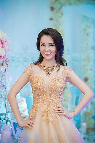 Người đẹp đảm nhận vai trò dẫn chương trình tại nhiều sự kiện.