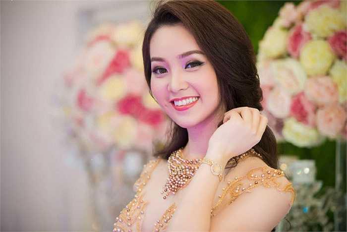 Nụ cười lôi cuốn của Á hậu Thụy Vân.