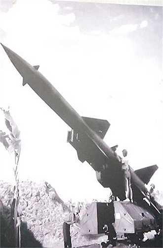 Sau năm 1954, Quân đội Nhân dân Việt Nam bắt tay ngay vào xây dựng các quân binh chủng mới, trong đó đặc biệt chú trọng tới xây dựng bộ đội tên lửa. Ngày 7/1/1965, Bộ Quốc phòng ra quyết định số 03/QĐ-QP thành lập Trung đoàn 236 - trung đoàn tên lửa phòng không đầu tiên thuộc Bộ tư lệnh Phòng không - Không quân.