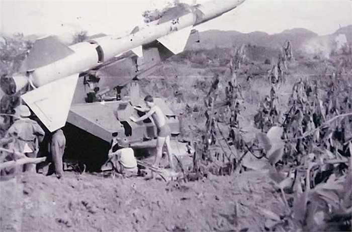 Bảo quản tên lửa sẵn sàng ra quân đánh thắng trận đầu.