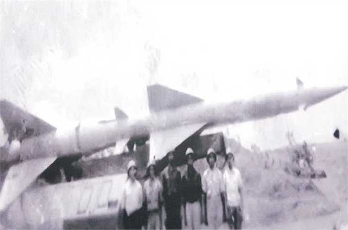 Kíp chiến đấu tham gia đánh thắng trận đầu của Bộ đội tên lửa phòng không Việt Nam.
