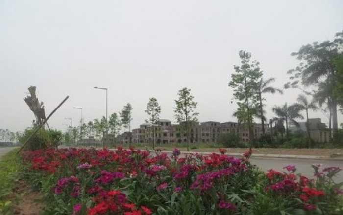 Khu đô thị Nam An Khánh là dự án lớn, trọng điểm của Sudico, dù cách khu trung tâm không xa khoảng 7km nhưng hiện tại khu đô thị lại chưa hút được cư dân về sinh sống, lượng nhà biệt thự và liền kề bán chưa nhiều. Đó cũng là khó khăn của chủ đầu tư này suốt nhiều năm qua.