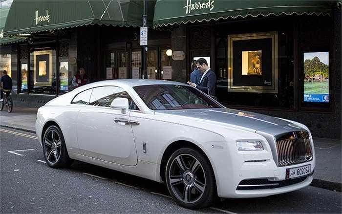 Rolls Royce Wraith, giá từ 235.416 bảng (hơn 8 tỷ đồng).