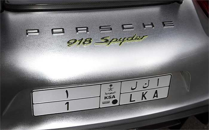 Porsche 918 Spyder, giá khoảng 625.000 bảng (hơn 21 tỷ đồng).