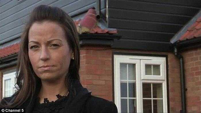 Heidi Faulkner (36 tuổi) sống tại hạt Hertfordshire (Anh) đã tìm đến một chương trình truyền hình thực tế nhờ bác sĩ cứu giúp vòng 3 của mình.