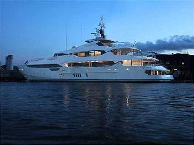 Tỷ phú Wang mua du thuyền hạng sang 503 triệ USD hồi năm 2012