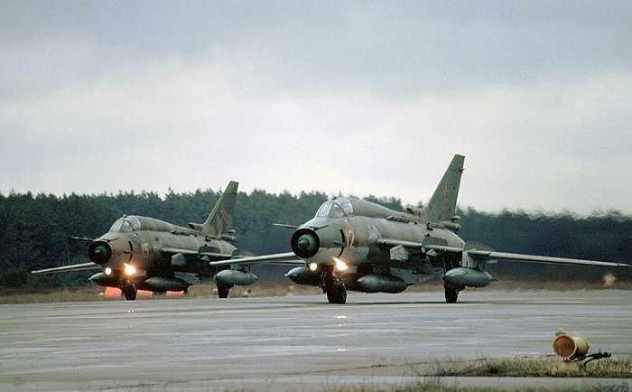 Su-17 là máy bay tấn công của Liên Xô, được phát triển từ máy bay tiêm kích Su-7. Su-17 từng có một thời gian dài phục vụ trong không quân Nga.