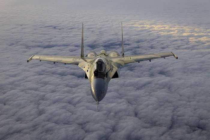 Sukhoi Su-35 là máy bay tiêm kích hạng nặng, tầm xa, đa năng, chiếm ưu thế trên không thế hệ 4++ hiện đại được phát triển bởi hãng Sukhoi
