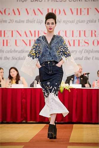 Sự khởi đầu này sẽ mở ra nhiều hoạt động trong lãnh vực thời trang giữa Việt và Mỹ. Sự biến đổi sẽ trở nên kỳ diệu hơn khi những hoạt động văn hóa chính thống được đón nhận như một sự tất yếu của những con người mang lại vẻ đẹp chung cho thế giới.