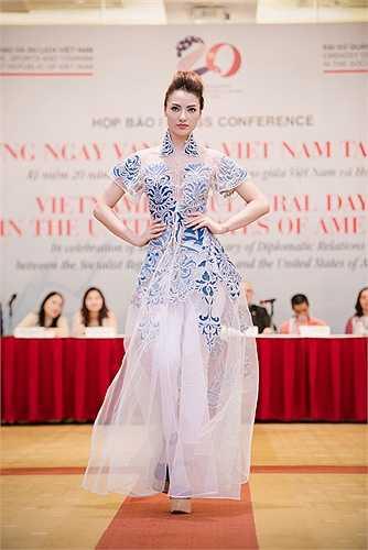 Chương trình biểu diễn thời trang với chủ đề Sự biến đổi kỳ diệu giới thiệu bộ sưu tập của các nhà thiết kế Minh Hạnh, Lan Hương, Quang Nhật và Chula sẽ diễn ra tại Mỹ vào tháng 8 tới đây.