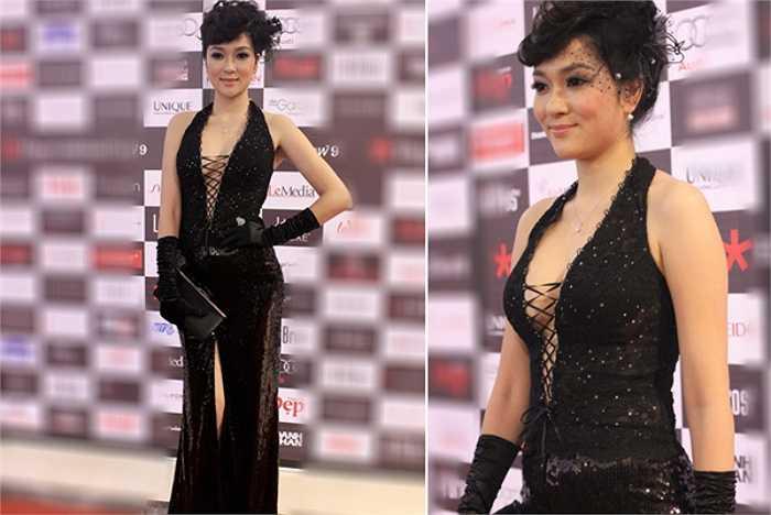 Đăng quang Hoa hậu Việt Nam từ năm 2004, nhưng đến nay, cái tên Nguyễn Thị Huyền vẫn chưa khi nào giảm sức nóng.