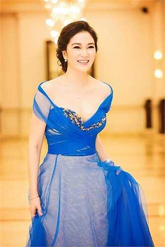 Hơn mười năm sau ngày đăng quang, Nguyễn Thị Huyền vẫn gây ấn tượng với nhan sắc xinh đẹp.