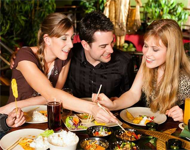 Lạc quan: Nếu một trong hai vợ chồng là người lạc quan thì người còn lại  cũng linh động hơn và rất ít bị bệnh ngay cả khi họ không lạc quan. Điều này là do đối tác khuyến khích họ ăn hay tập thể dục và giữ gìn sức khỏe, mang lại một thái độ tích cực và sức khỏe.