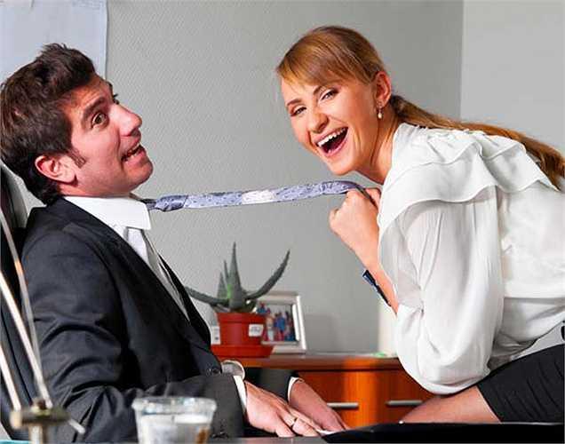 Những người đàn ông làm việc nhiều giờ và nghỉ ít, sức khỏe tốt hơn so với những người đàn ông khác. Nhưng với những người phụ nữ làm việc nhiều thường có sức khỏe tồi tệ hơn so với những phụ nữ khác. Vì vậy, hãy cố gắng thích nghi với một lối sống lành mạnh bằng cách duy trì một sự cân bằng.