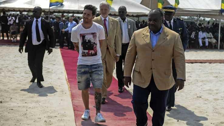 Messi diện áo thun, quần ngố trong sự kiện tầm cỡ quốc gia
