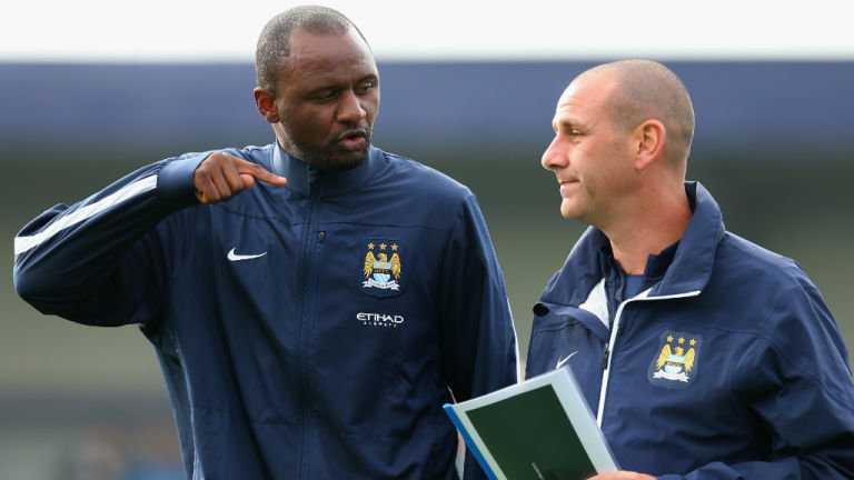 Vieira hiện phụ trách tuyến trẻ của Man City