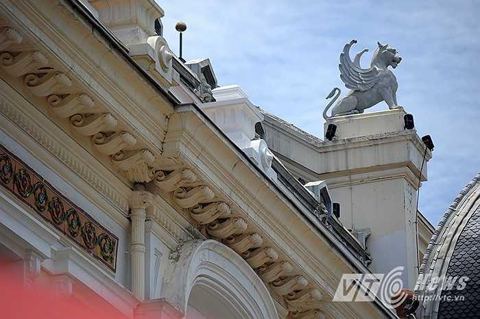 Vào khoảng giữa tháng 7/2015, Nhà hát lớn Hà Nội đang được trùng tu sơn sửa lại. Đây là lần trùng tu thứ 2 sau lần sửa chữa thứ nhất vào năm 1997.