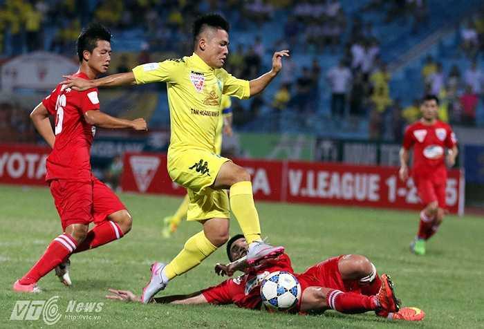 Thanh Hóa đến Hàng Đẫy với tư cách đội đang dẫn đầu BXH V-League 2015 sau 17 vòng. Vì thế, người hâm mộ trông chờ một trận đấu nảy lửa, cân tài cân sức với Hà Nội T&T. (Ảnh: Quang Minh)