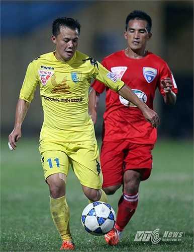 Phút 64 từ đường chuyền của Thanh Lương, Văn Quyết có pha bấm bóng cho Gonzalo bắt vô lê tuyệt đẹp.