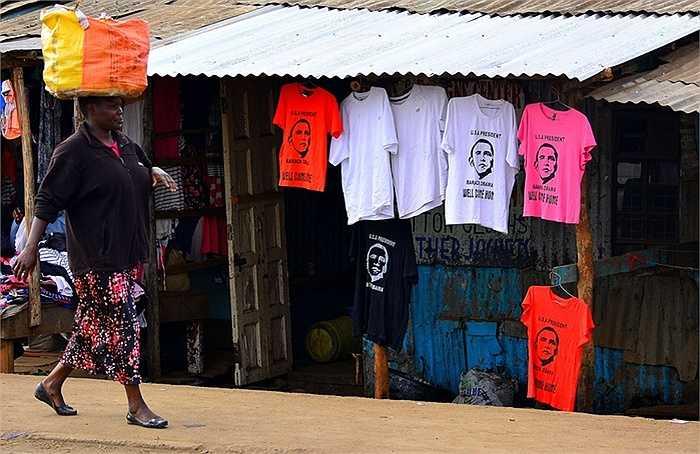 Rất nhiều áo phông in hình ông Obama được bày bán trên đường phố