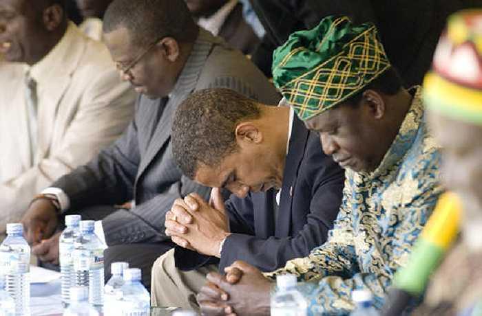 Ông Obama cầu nguyện ở Siaya tháng 8/2006