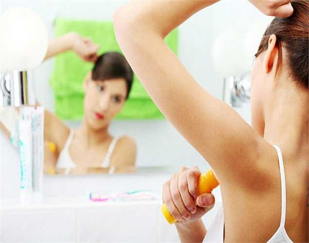 Chất khử mùi và chăm sóc ngực chứa nhôm: Nhôm được thêm vào các chất khử mùi để ngăn chặn mồ hôi. Các hóa chất khác như paraben và estrogen cũng có trong một số các chất khử mùi có thể dẫn đến ung thư vú.