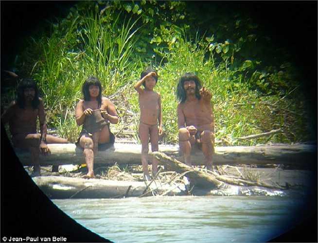 Bộ tộc Mashco Piro đã sống trong vùng rừng rậm gần biên giới Peru-Brazil và không hề tiếp xúc với thế giới bên ngoài suốt 600 qua