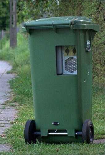 Thùng rác tưởng như vô hại, nhưng cũng 'soi' tốc độ của bất cứ tài xế nào tỏ ra sốt ruột trên đường vắng.
