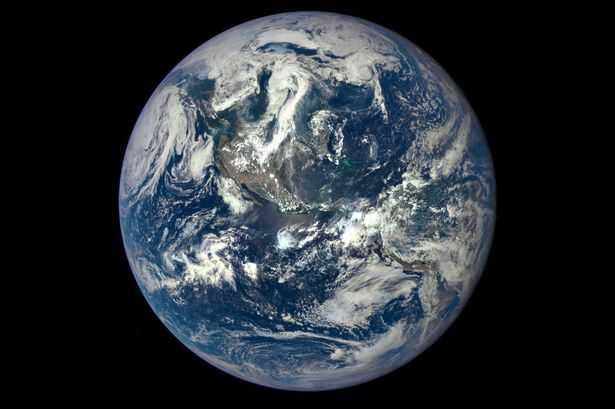 Trái đất từ một khoảng cách một triệu dặm được chụp bởi  máy ảnh khoa học của NASA trên tàu vũ trụ Deep Space