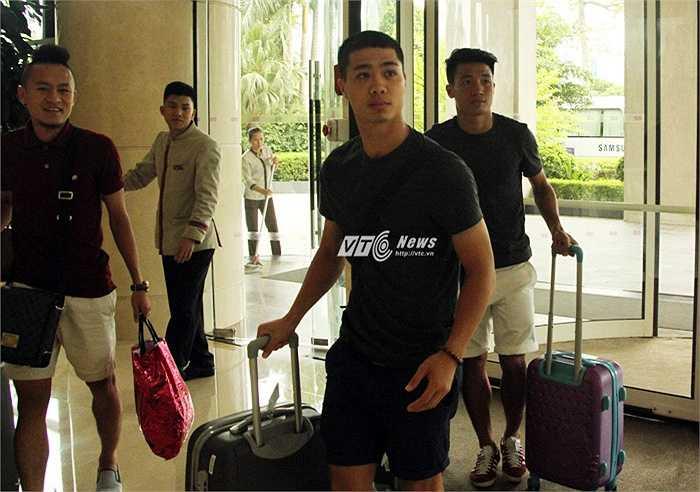 Công Phượng và đồng đội đến tập trung tại khách sạn Crowne Plaza chuẩn bị cho trận đấu giao hữu với Man City ngày 27/7. (Ảnh: Vân Nga)