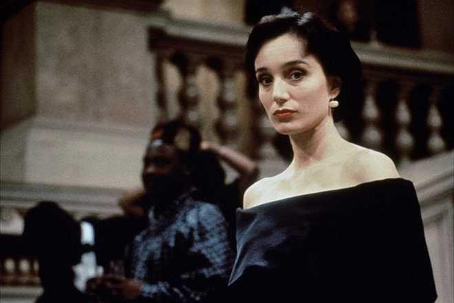 Kristin Scott Thomas: Sắm vai mật vụ Sarah Davies của tổ chức IMF ở Prague, Cộng hòa Czech là nữ diễn viên mang hai dòng máu Anh - Pháp. Dường như giữa Sarah và Ethan Hunt nảy sinh tình cảm từ trước đó. Song, nhân vật bỏ mạng chỉ khoảng 20 phút sau khi Mission: Impossible (1996) bắt đầu.