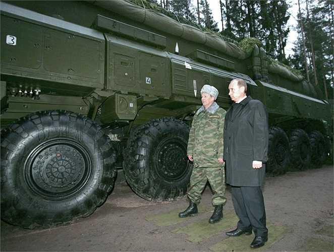 Tổng thống Putin thị sát các xe tên lửa