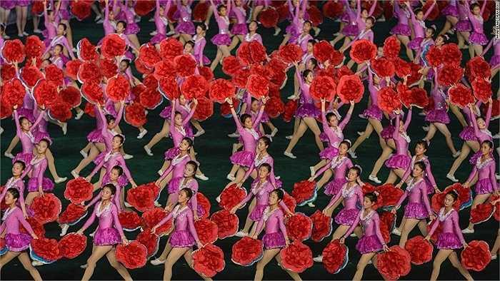 Lễ hội đồng diễn Arirang được tổ chức thường niên ở Triều Tiên. Tuy nhiên lễ hội này đã bị ngừng 2 năm nay