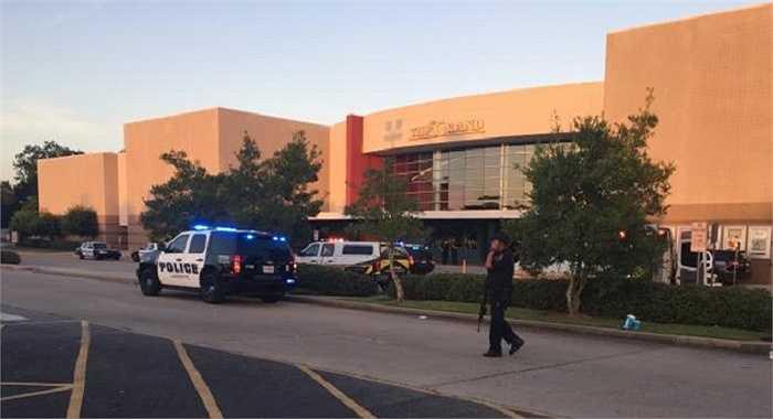 Cảnh sát địa phương cho biết 2 người đã chết trong đó có tay súng và 9 người bị thương