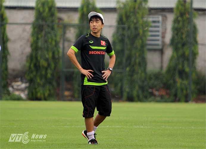 Trong buổi tập đầu tiên, HLV trưởng Miura chỉ cho giới truyền thông tác nghiệp khoảng 15 phút đầu. (Ảnh: Hà Thành)