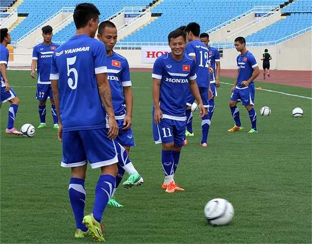 Trong buổi tập chiều nay 25/7, các cầu thủ Đội tuyển Việt Nam nhắc nhở nhau tăng tốc độ các pha bóng vì 'Man City nhanh lắm' (Ảnh: Hoàng Tùng)