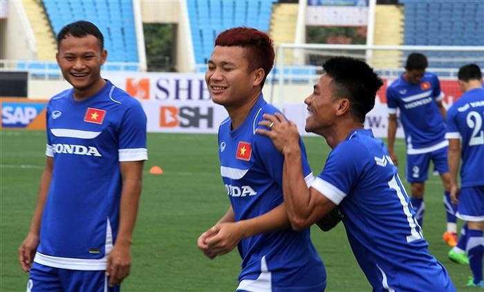 'Ronaldo Việt Nam' Phi Sơn với kiểu tóc nổi bật trên sân (Ảnh: Hoàng Tùng)