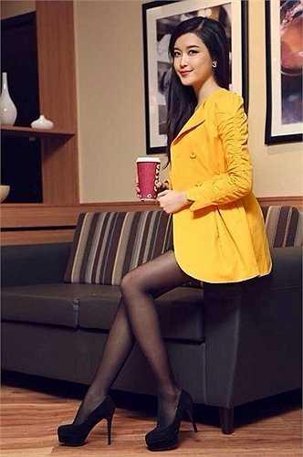 Hình ảnh của Huyền My trước khi nộp hồ sơ vào cuộc thi Hoa hậu Việt Nam 2014: không có gì quá khác biệt, vẫn là một người mẫu xinh xắn.
