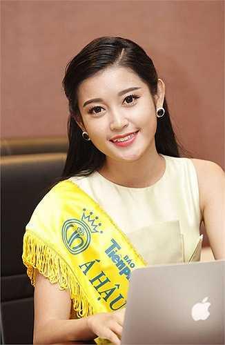 Cộng với những cố gắng không mệt mỏi trong suốt cuộc thi, Huyền My xứng đáng với ngôi vị Á hậu Việt Nam 2014. Kể từ thời điểm ấy, phong cách thời trang của cô gái 20 tuổi bắt đầu chuyển biến rõ rệt.