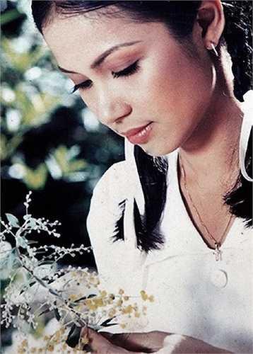 Cô sở hữu nhan sắc được đánh giá là hoàn hảo với đôi mắt bồ câu thơ ngây, sống mũi cao và bờ môi mọng quyến rũ.