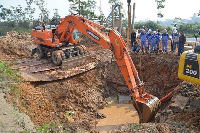 Chiều 21/7/2015, lại xảy ra sự cố vỡ đường ống dẫn nước sạch từ nhà máy nước sông Đà về Hà Nội, tại vị trí km 26+760 nằm ngay cạnh Đại lộ Thăng Long (thuộc địa phận huyện Thạch Thất). Sự cố lần thứ 11 đã gây ảnh hưởng đến nguồn nước sinh hoạt của người dân Thủ đô.
