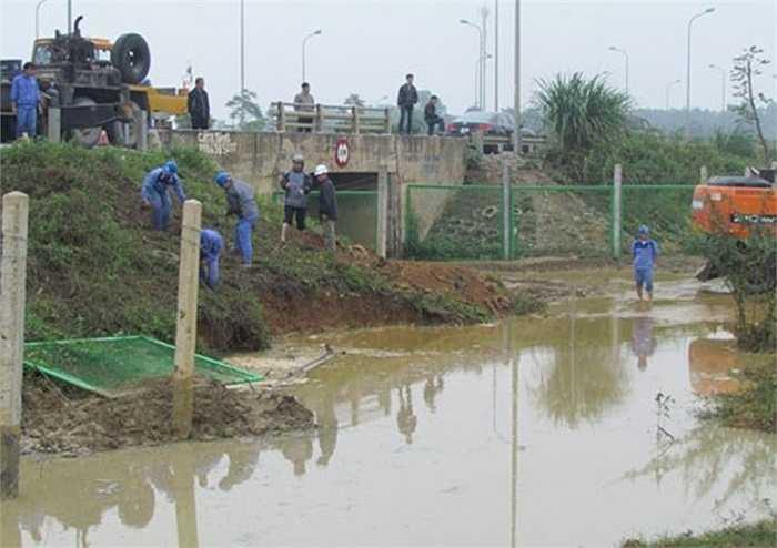 Ngày 1/4/2014, đường ống dẫn nước sạch từ sông Đà về Hà Nội lại tiếp tục bị vỡ làm ảnh hưởng đến cuộc sống sinh hoạt của hàng nghìn hộ dân. Đây là lần thứ 5 đường ống nước sạch từ sông Đà về Hà Nội bị vỡ.