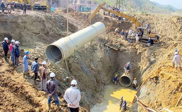 Khoảng 1h sáng ngày 26/4, tuyến đường ống dẫn nước sạch Sông Đà về Hà Nội lại xảy ra sự cố vỡ ống tại Km26+600 trên đại lộ Thăng Long. Đây là lần thứ 6 đường ống này bị vỡ, ảnh hưởng sinh hoạt khoảng 70.000 hộ dân thủ đô.