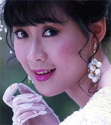 Đôi mắt to tròn và nụ cười dịu dàng của Diễm Hương từng khiến hàng vạn khán giả Việt mê say.