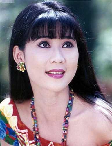 Cô được coi là 'người tình màn ảnh' xinh đẹp nhất của tài tử Lý Hùng.