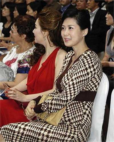 Vẻ đẹp dịu dàng, đôn hậu và sang trọng của Diễm Hương vẫn giữ được vẹn nguyên.