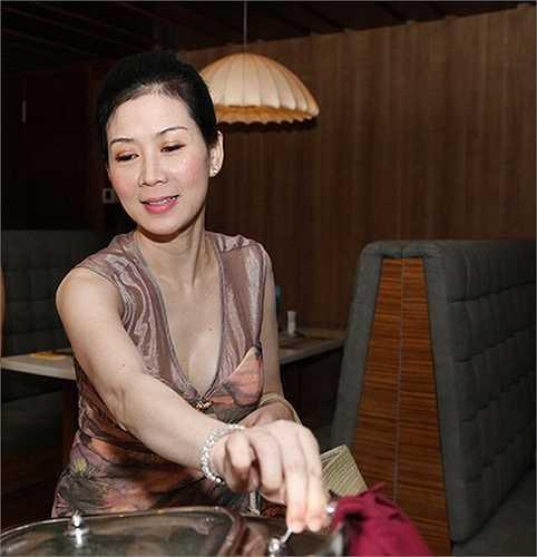 Trở về Việt Nam năm 2013, Diễm Hương vẫn được truyền thông săn đón.