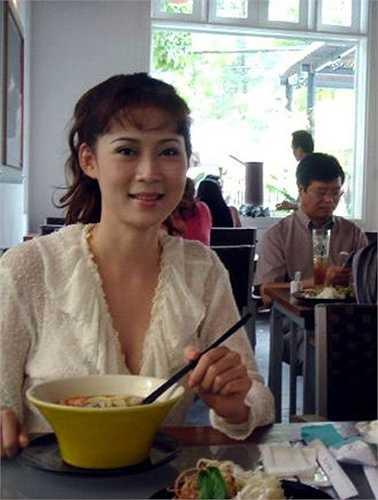 Người hâm mộ cũng từ đó không còn nghe được tin tức gì từ cô. Diễm Hương chọn lối sống vô cùng giản dị, kín tiếng.